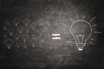 Bulbs drawn on the blackboard © Shutterstock © Shutterstock